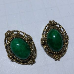 Vintage green cabochon gold clip on earrings